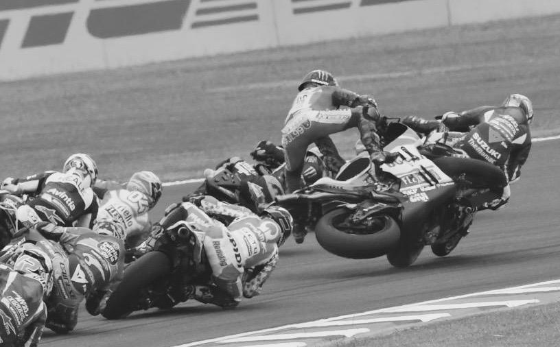 Perdone señor agente, me he despistado con el cenicero. Foto: MotoGP