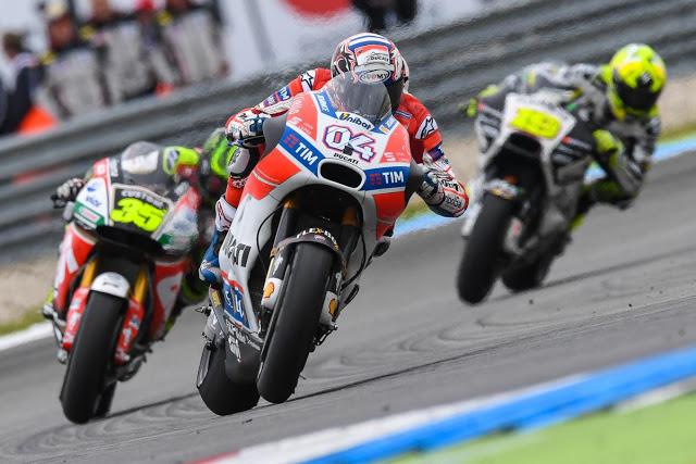 Dovi y Crutchlow vinieron fuerte de atrás con la lluvia. Foto: MotoGP