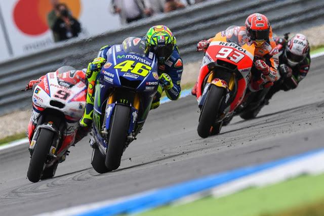 Rossi, enseñando a gestionar los domingos. Foto: MotoGP