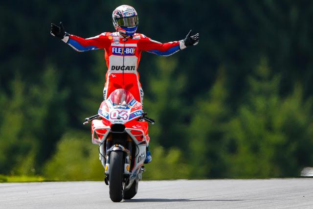 """""""Aquí estoy yo"""", como los toreros. Foto: MotoGP"""