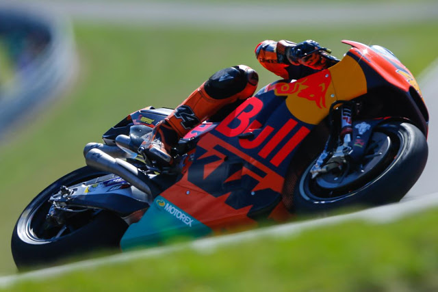 Pol anduvo atento al cambio de moto. Primer top 10. Foto: MotoGP