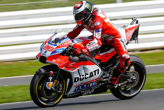 La Ducati es muy macarra. Y además peta. Foto: MotoGP