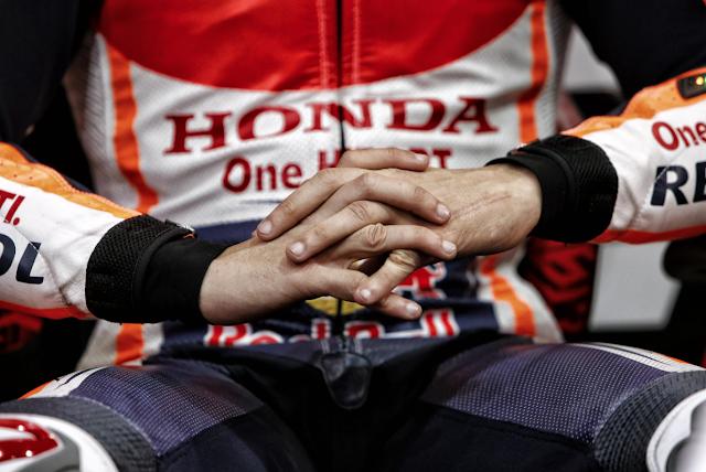 Reflexionando cómo machacar a sus rivales. Foto: MotoGP