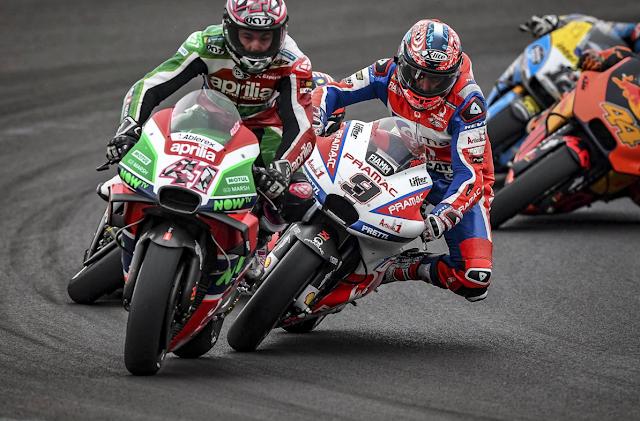 No solo hay que fijarse en el gran foco. Aquí hay para todos. Foto: MotoGP