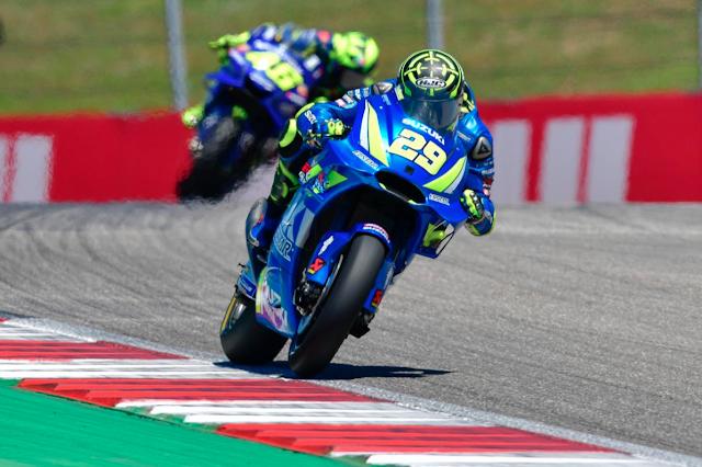 Iannone, apretando el culo. Se nota que quiere renovar. Foto: MotoGP