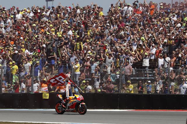 Aplaudió hasta alguno de amarillo. Foto: MotoGP