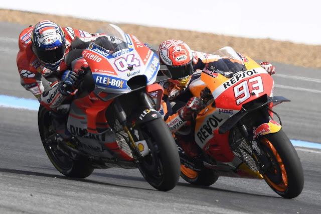 Pocos adelantamientos en el duelo, mucha intensidad. MotoGP