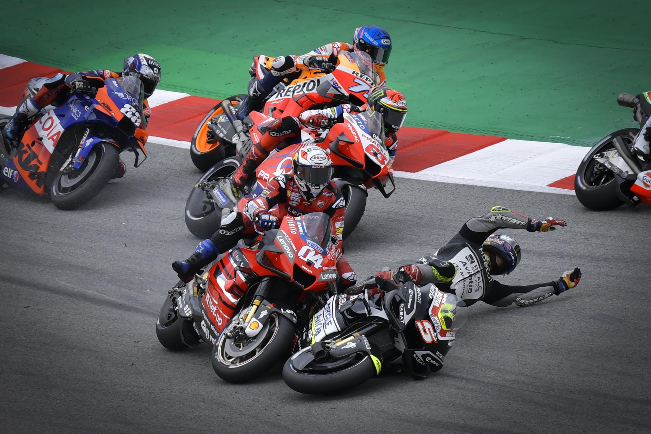 El que tuvo suerte fue Zarco. Salió ileso. Foto: MotoGP